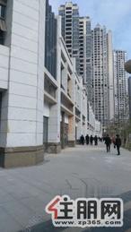 (雙哋鐡)五象新区CBD临街旺铺均价3万可做餐饮