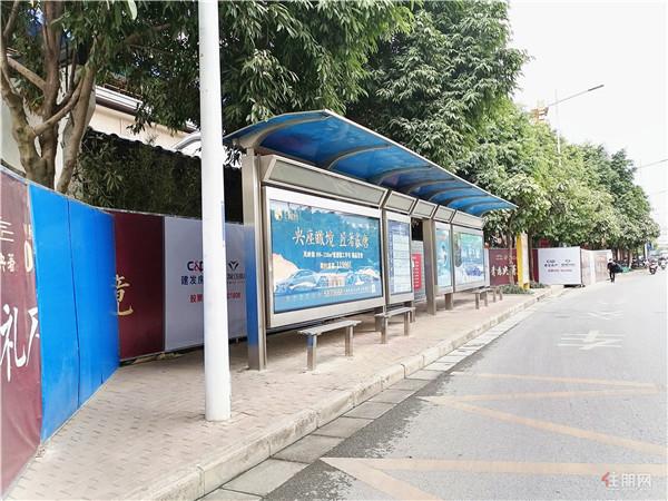 项目旁公交车站.jpg