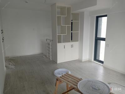 五象大道-天誉城LOFT公寓 一房一厅空房出租 1200每月 朝南