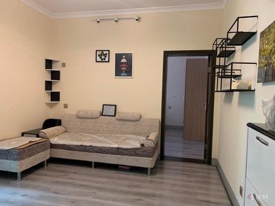 西乡塘区-华成都市旁,高新苑一房一厅1400元,有钥匙看房,家具配齐