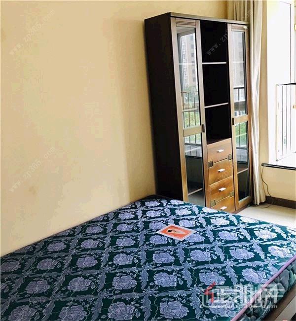 钦州市政府  中石油公寓  2房2厅1卫 精装1300 家具齐全