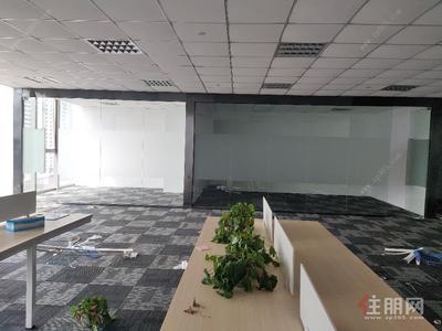 平乐大道-203平精致装修 带部分设备出租 电梯口2+1户型 宽敞明亮 平安大厦五象新区总部基地