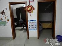 荣军路上品阳关旁五里桥小区2楼二室一厅有空调家具家电带车库仅租1000