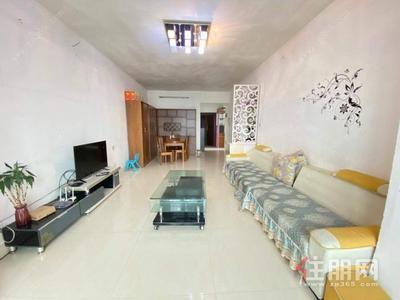 白沙大道-龙光普罗旺斯 中装修大两房1700/月 电梯中间楼层 布艺沙发 干净整洁