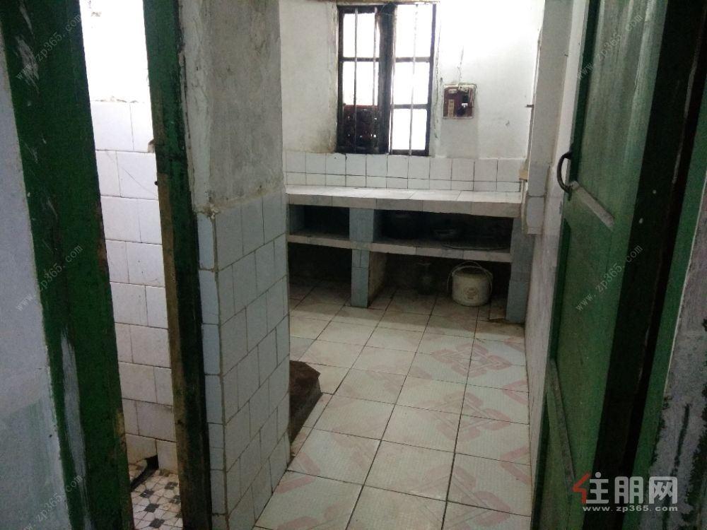 柳城县实验中学(大埔校区)50平米简装房