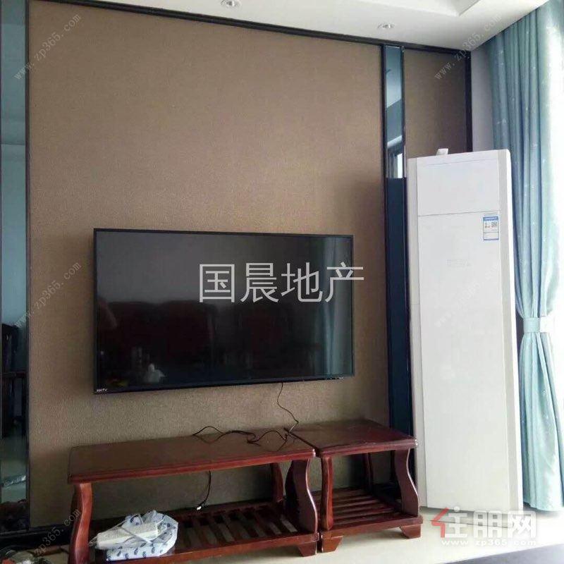 地鐵口龍光玖瓏府三房  首次出租  2300元/月  配齊家電家具