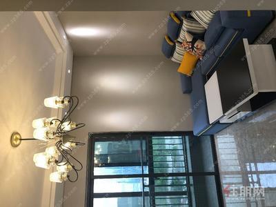 南宁,五象总部基地  地铁口 1房 豪装 2300拎包入住