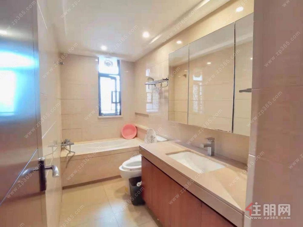 100%真实图片 凤岭北荣和公园悦府31楼 板式南北通透5房精装招租6500/月