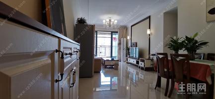 恒大城大三房出租,小区环境优美,生活设施齐全,家具家电一应俱全,拎包入住