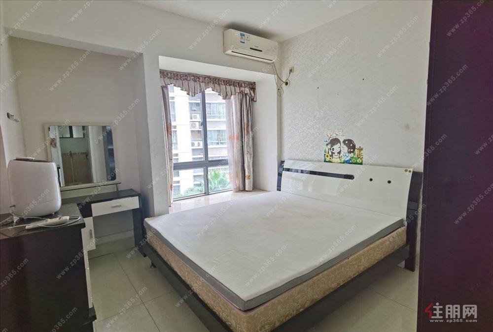 1.8大床 精裝配齊 高層 地鐵口 隨時看房