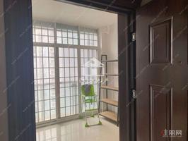 南北通透汇东郦城3室2厅修2800元。