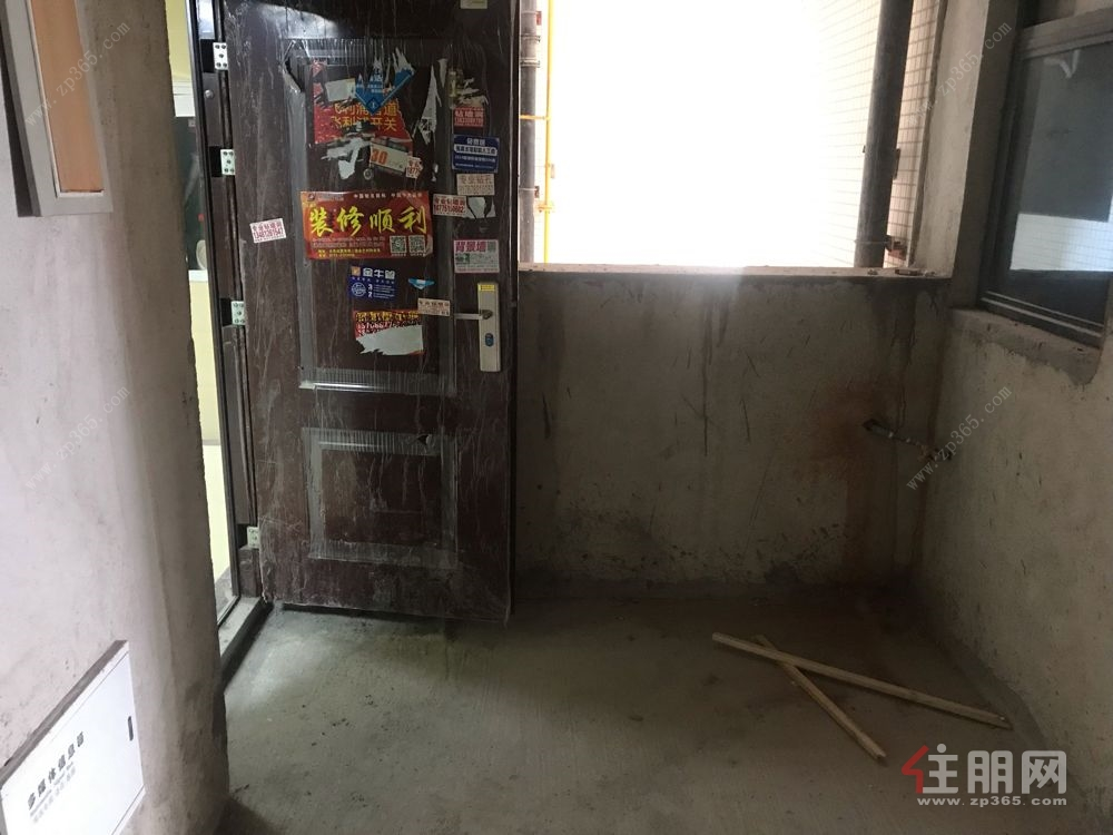 火车站旁 45中 电梯中层 毛坯3房 单价1万 有钥匙随时看房