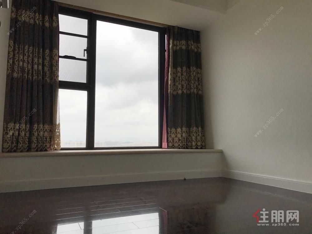 凤岭北山语城旁 美泉1612 全新3房 没怎么住过 低于市价 读名校