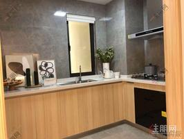 五象新区 (盛湖悦景)地铁4号线 ⼀湖景住宅