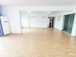 随时看房,超大客厅,150平米出租,长湖路长湖景苑,带车位,
