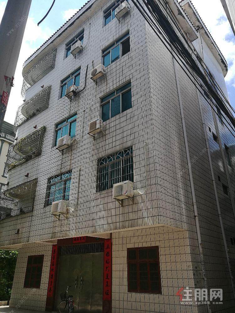 出售整栋五层半楼,坐北朝南四面见光,临街独栋楼房
