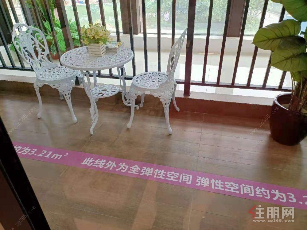 临桂电梯超值3房(彰泰滟澜山)带车位现在只卖50万