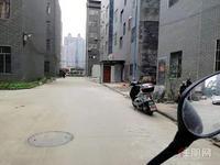 北环二村,有一间占地4X13米,52平方做生意三面光,一口价100万