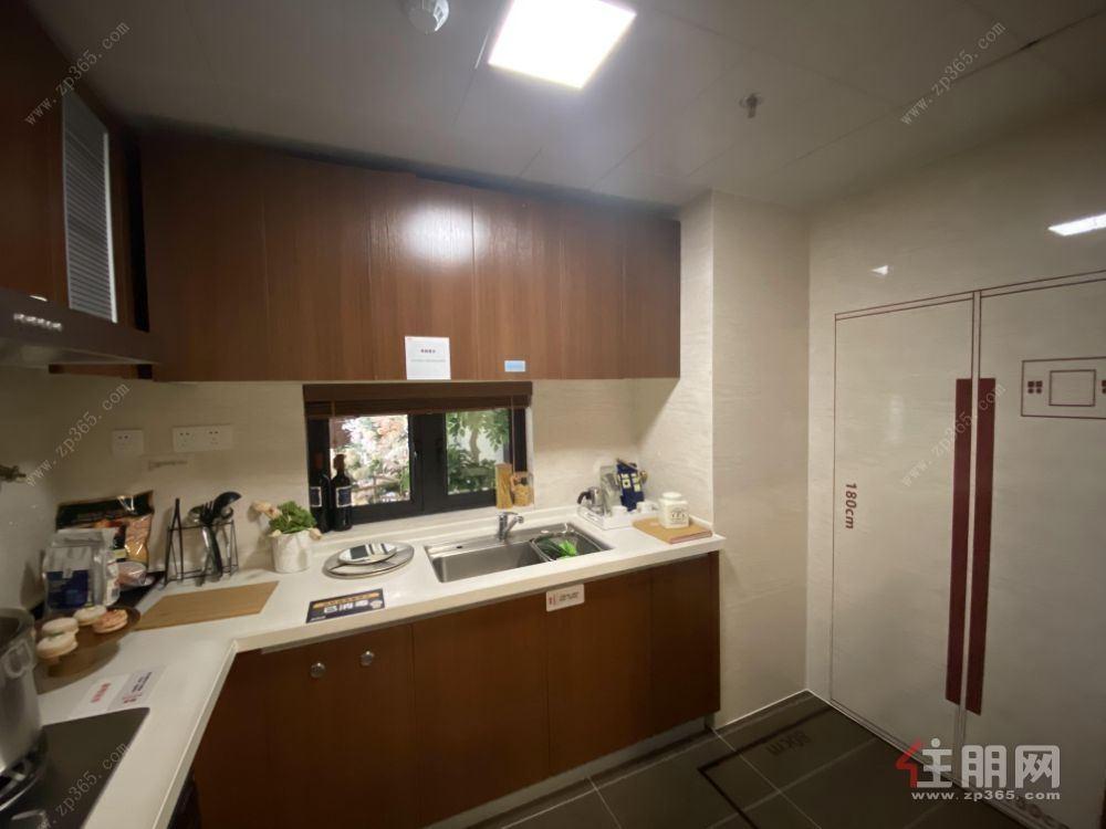 濱湖路小學旁,萬科城南區,豪華精裝4房拎包入住,低首付30萬