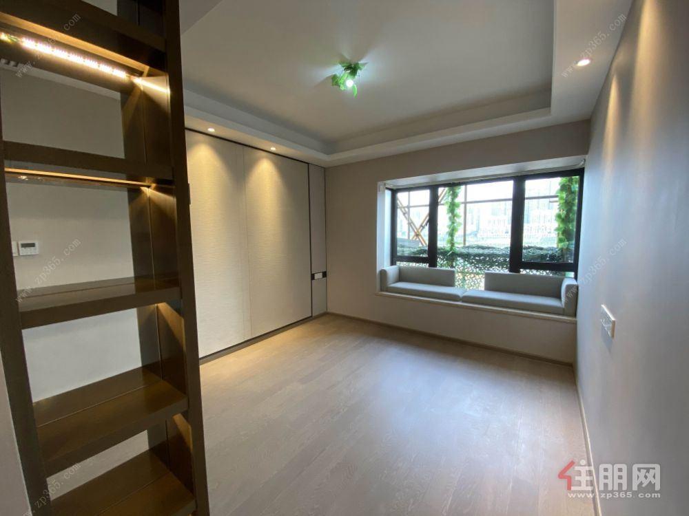 地铁口精装3房 首付8万即买即入住 高楼层