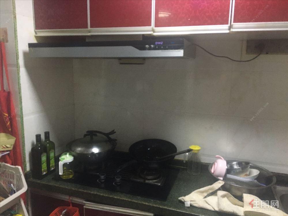 地铁口,稀缺精装三房,读明秀东小学