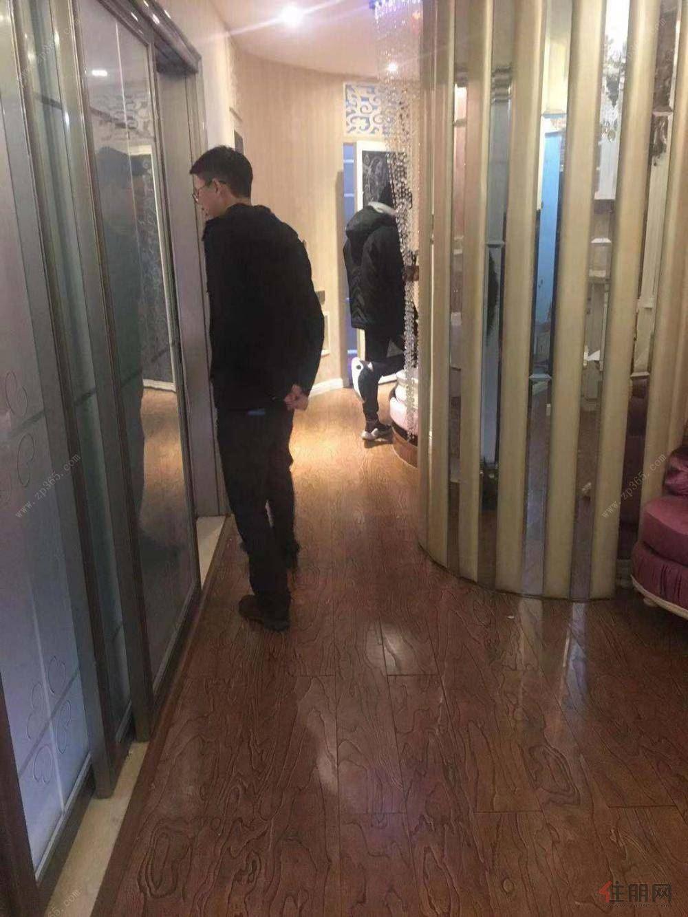 民族大道欧式精装一房 上逸夫跟26中 业主急卖 收了钥匙 随时看房