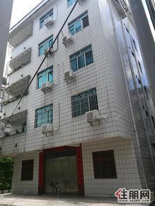 ,独栋六层楼房,坐北朝南,四面见光,南北通透,每层均为4房2厅2卫套房,每层180平米