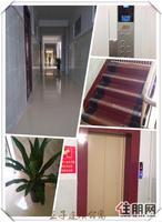 电梯新房出租,一房一厅,配套齐全,带阳台和车库