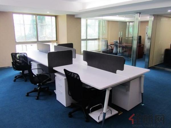 第二个布局的样板间员工办公区域