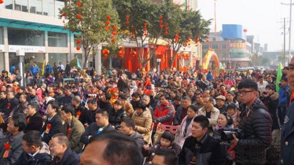 开街活动当天现场人山人海