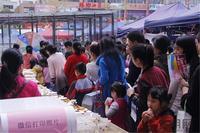 华成都市活动图片|排队的人很多