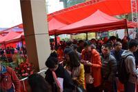 振宁星光广场活动图片 购房者有序排队等候选房