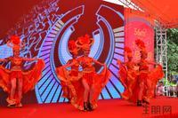 天誉花园活动图片 精彩的开场舞表演