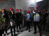 天健西班牙小镇活动图片|南宁媒体参观楼栋的工程建设