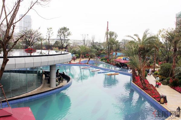 巴厘岛式的叠水无边际泳池