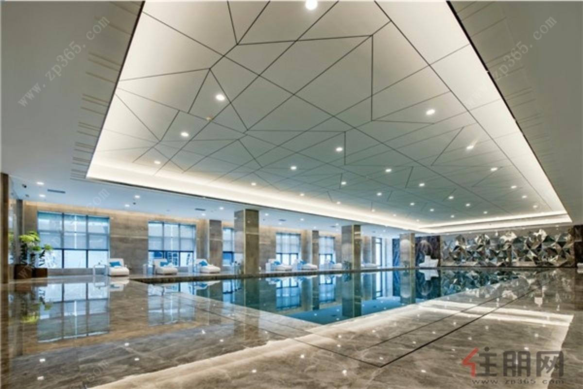 项目会所游泳池实景图