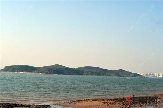 碧波荡漾的防城港西海湾