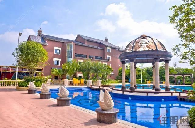 广汇圣湖城泳池图