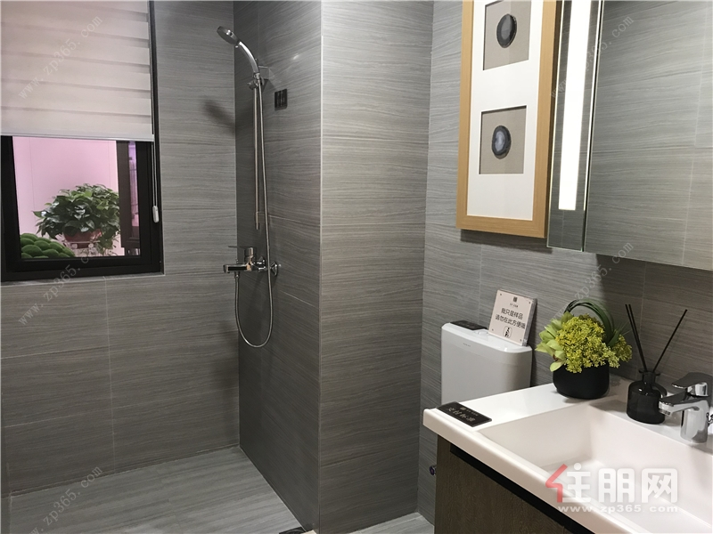 龍光玖譽城89㎡樣板房廁所.jpg