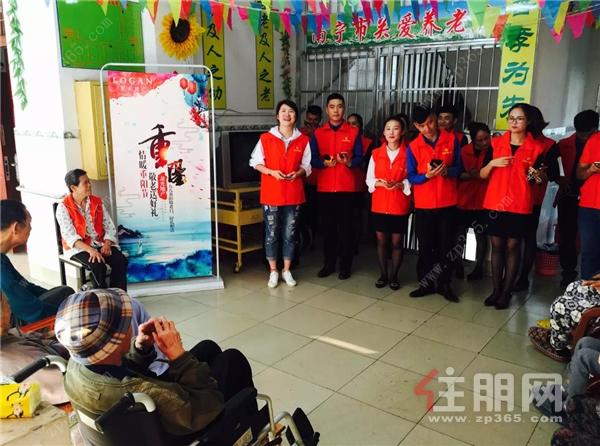 龙光志愿者在敬老院陪伴老人共度佳节.jpg