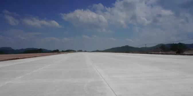 机场大道铺设完成.jpg