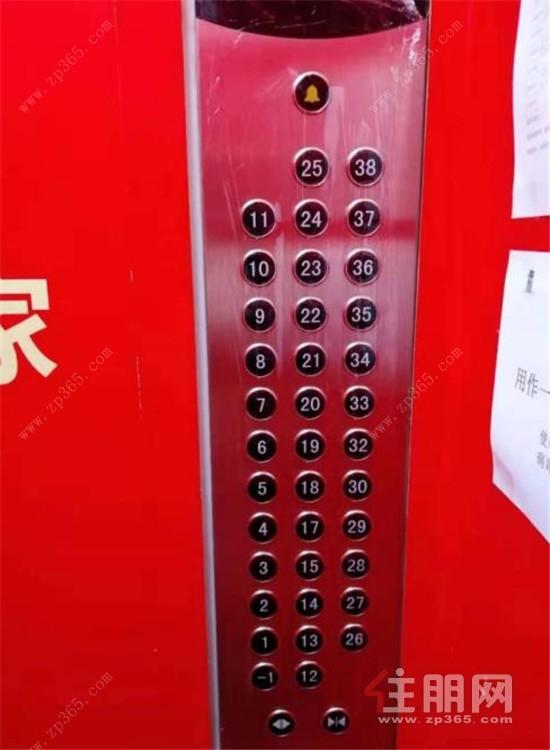 電梯間按鍵覆蓋保鮮膜.jpg