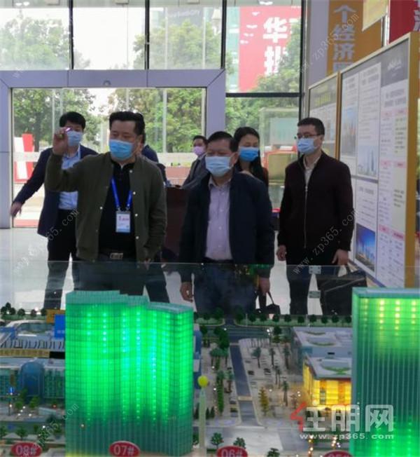 调研组与南宁华南城商业管理有限公司进行座谈交流.jpg