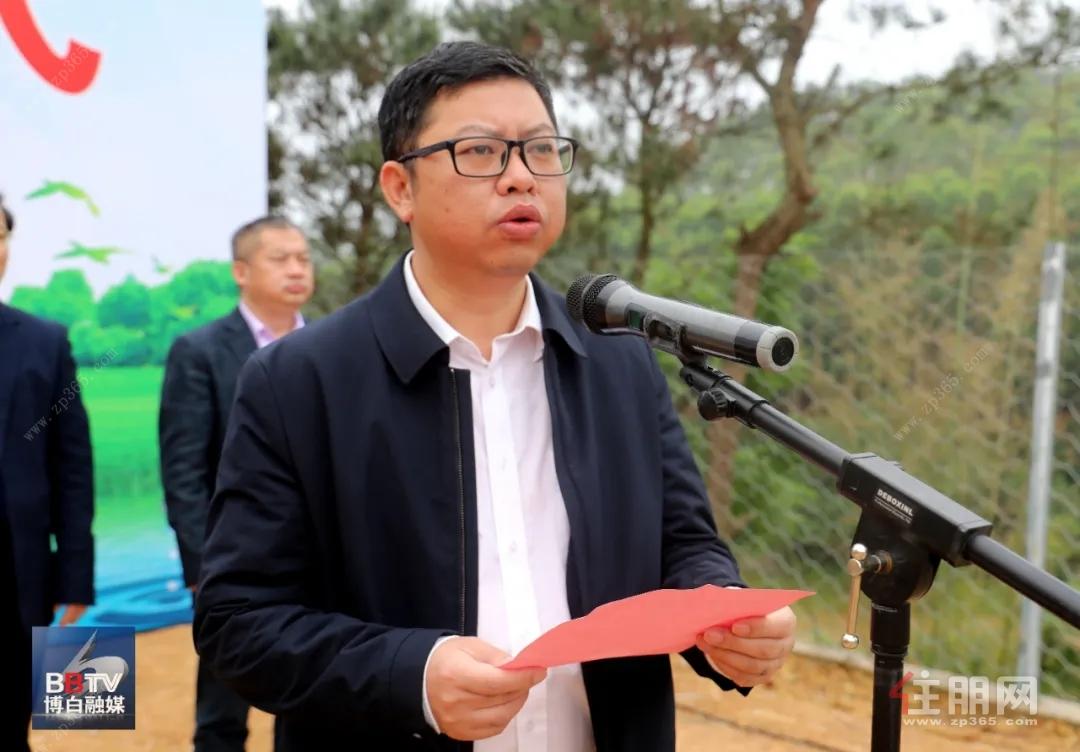 县委常委、组织部部长吴厚强主持竣工仪式