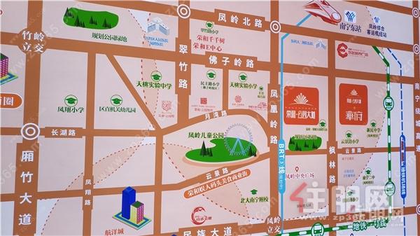 荣和·公园大道在售户型130/143/140㎡四房,均价25000-26000元/㎡