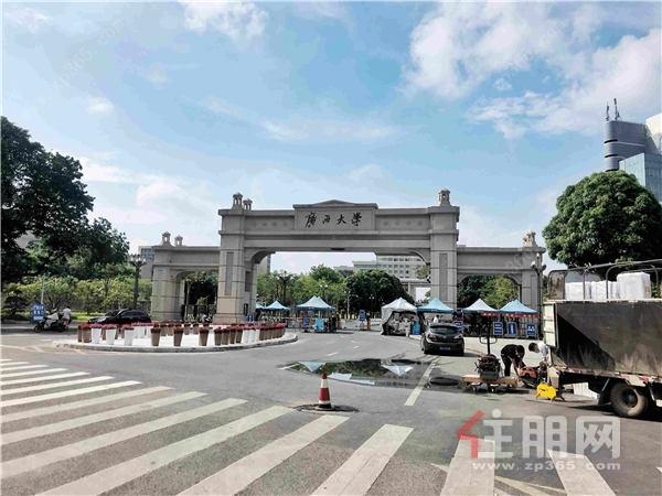 广西大学实景图