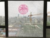 柳州一新房未入住玻璃爆裂 房开:擅自改动原结构不保修