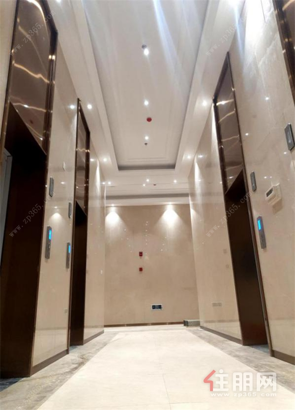 电梯实景.png