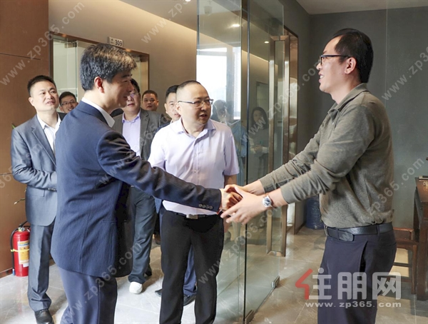 华中科技大学科技园龙光玖珑臺孵化器揭牌仪式 成功举行 龙岗商务区迎来新腾飞