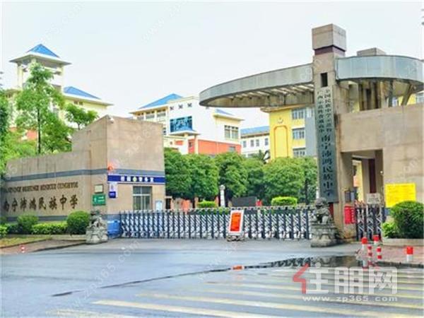凯旋1号·上水湾,项目所处位置在城中心板块,属于稀缺的核心江景区!
